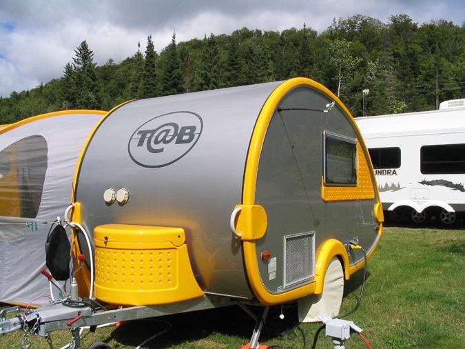 les caravanes poids plume camping caravaning. Black Bedroom Furniture Sets. Home Design Ideas
