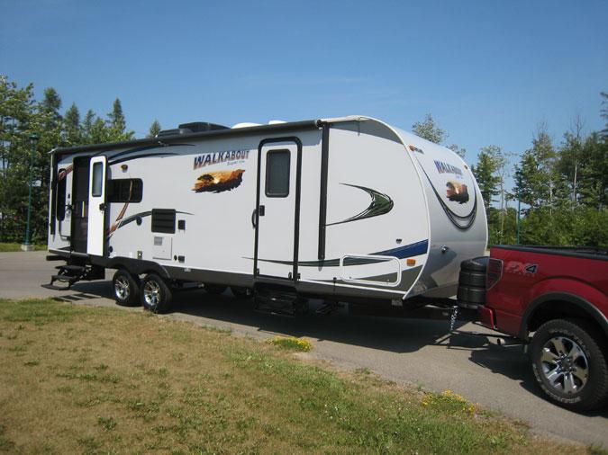la caravane walkabout jumel e la camionnette ford f 150. Black Bedroom Furniture Sets. Home Design Ideas