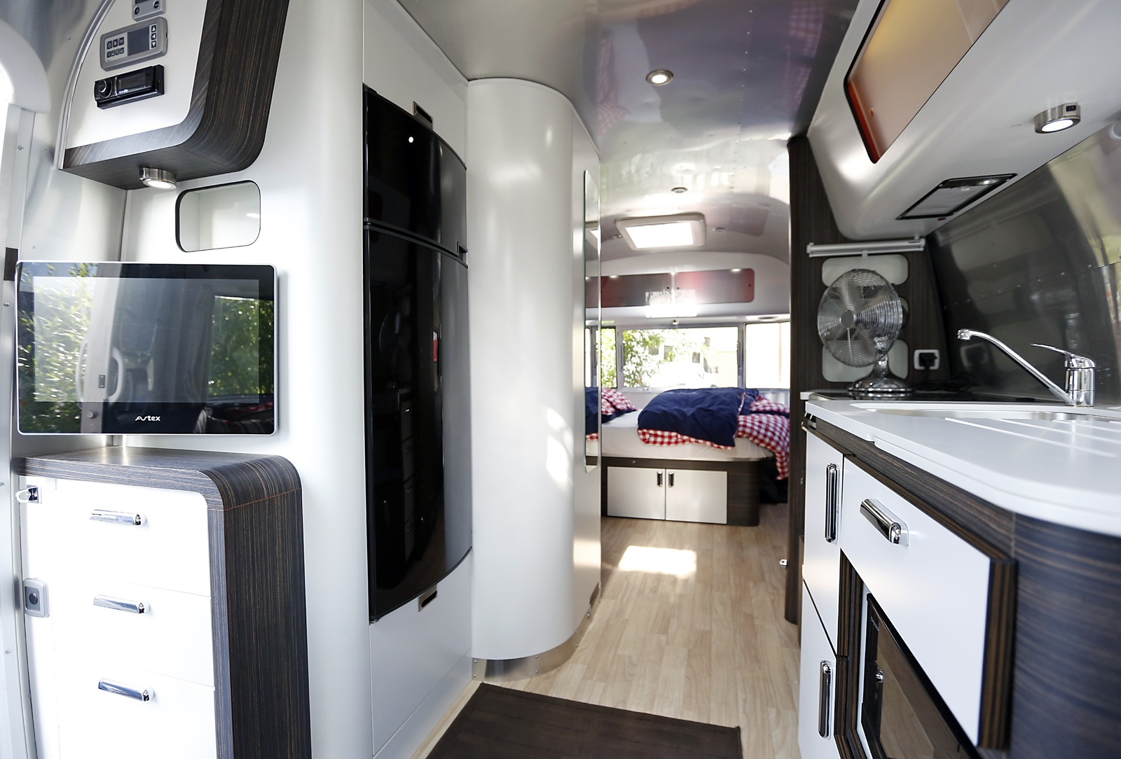 un schnitzel avec a camping caravaning. Black Bedroom Furniture Sets. Home Design Ideas