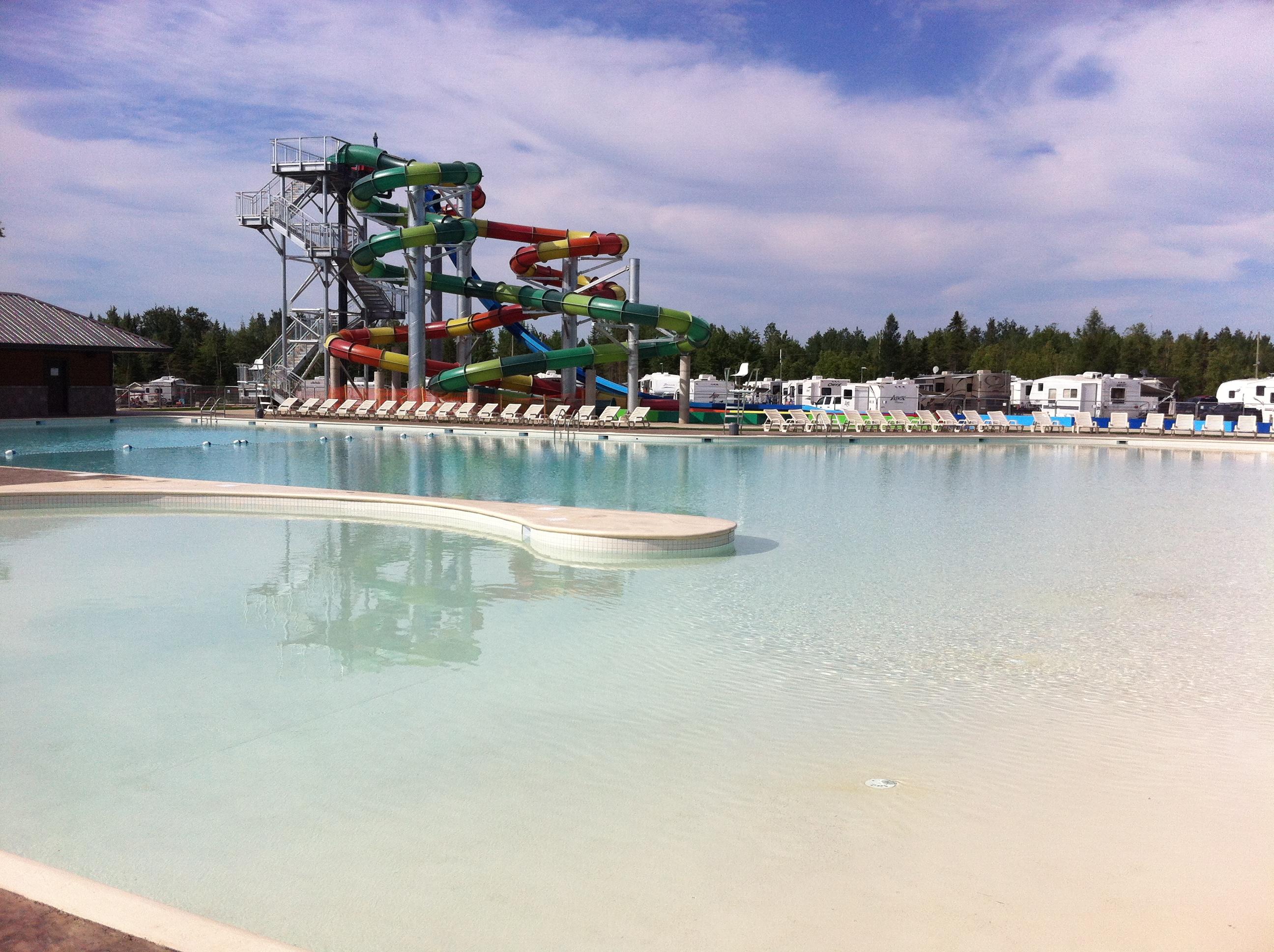 Campings et parcs aquatiques font bon m nage camping - Camping lac aiguebelette avec piscine ...