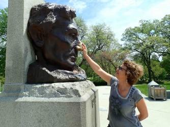 Frotter le nez de Lincoln porterait chance. - copie