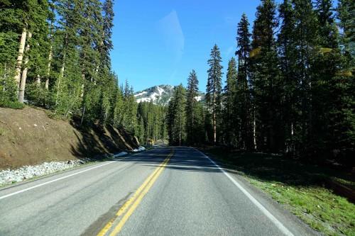 Première apparition des sommets des Tetons sur la route. - copie