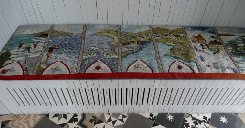 Ce tapis hooké raconte les 7 saisons de l'île.