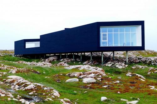 La plus grande des maisons croches servant d'atelier aux artistes invités.