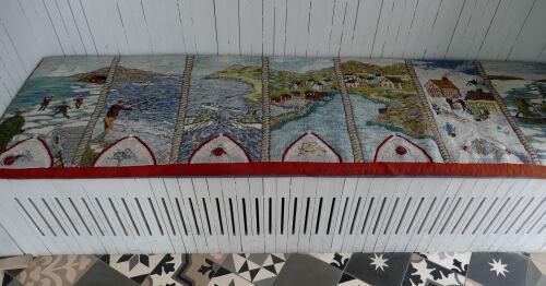 Ce tapis hooké raconte les 7 saisons de l'île. - copie
