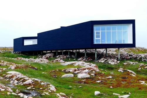 La plus grande des maisons croches servant d'atelier aux artistes invités. - copie