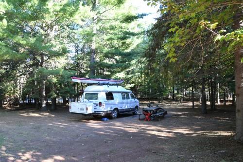 De très grands emplacements de camping.