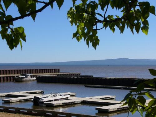 Le Petit-Lac-des-Esclaves (Lesser Slave Lake) qui, malgré son nom, en impose par ses dimensions.