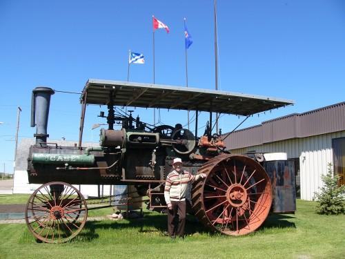 Raymond Maisonneuve, possède une collection de vieux tracteurs très étonnante.